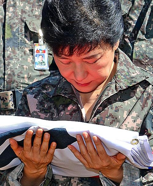 自由の波♬ 朴槿恵当選者は'軍服...